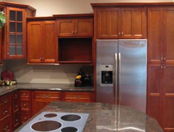 Вишневые 10'x10 ' кухонные шкафы, полностью оборудованная кухня - Разное фото
