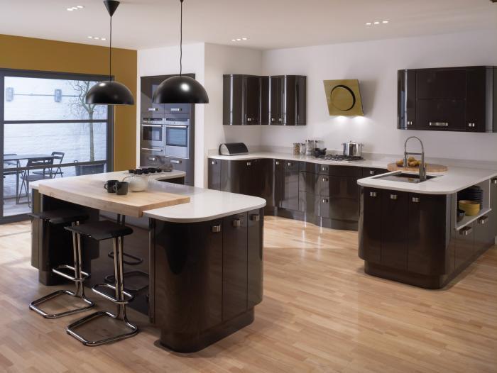 Большая кухня - остров плюс полуостров - Интерьер кухни (кухонная мебель) фото