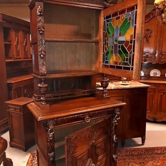 Парные буфеты с витражами из дуба 19 век - Интерьер кухни (кухонная мебель) фото